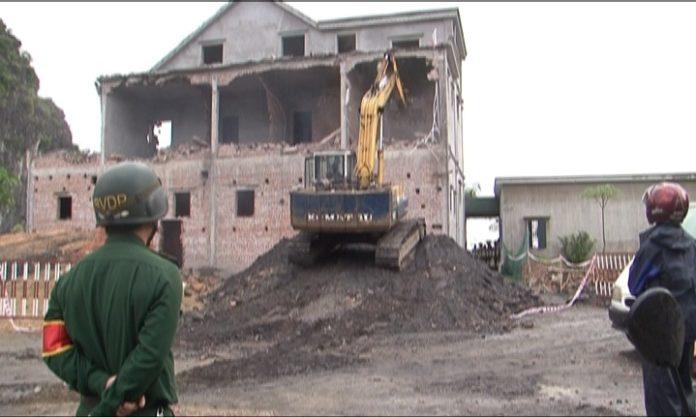 Phá dỡ công trình xây dựng trái phép