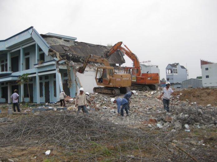 Phá dỡ công trình cũ tại Tphcm