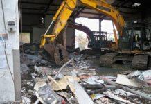 Phá dỡ nhà xưởng