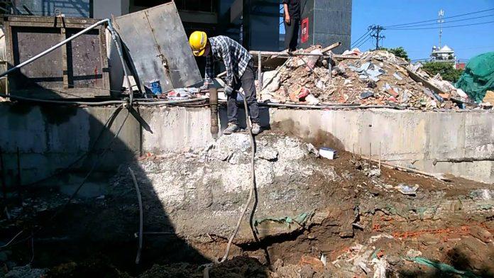 Phá dỡ công trình tại quận 9