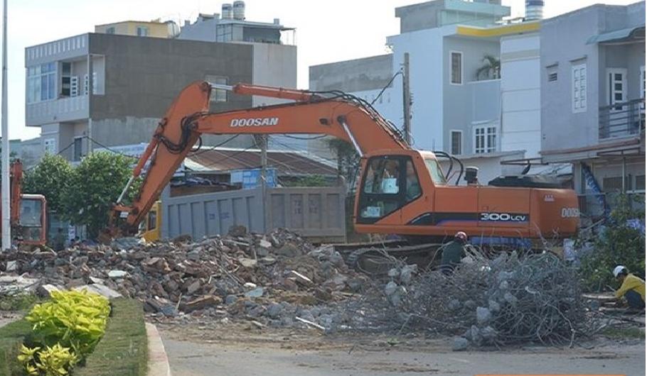 Phá dỡ công trình tại quận 7