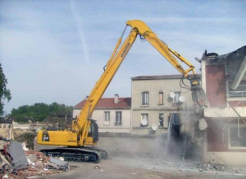 Phá dỡ công trình Bình Chánh