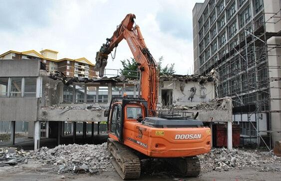 Phá dỡ công trình tại Long Thành