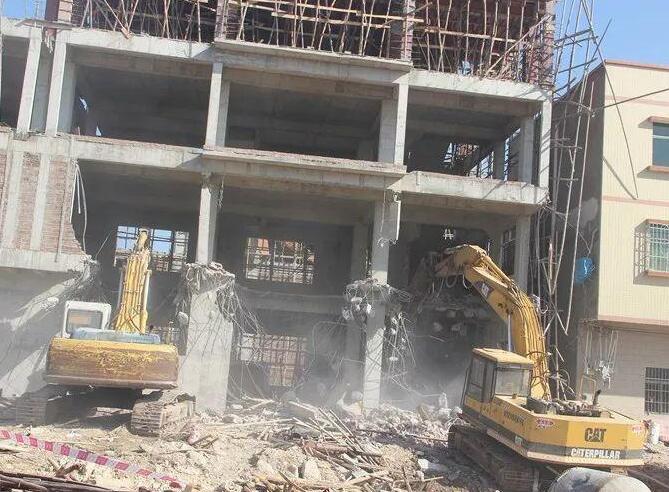 Phá dỡ công trình Phú Nhuận
