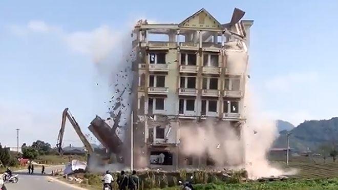 Tháo dỡ nhà cao tầng
