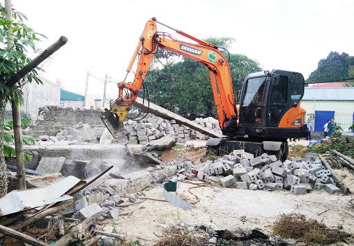 Phá dỡ công trình tại Hóc Môn