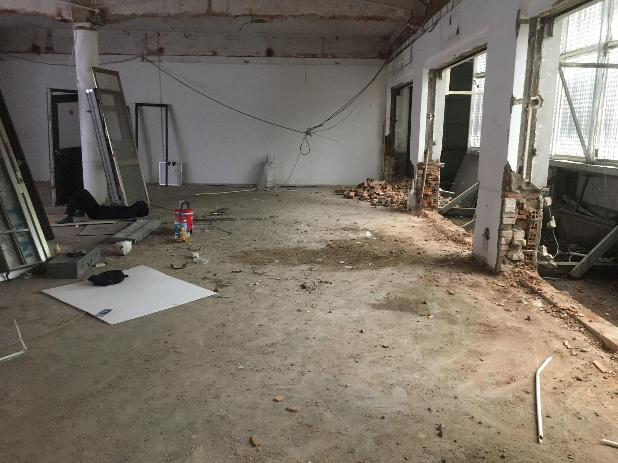 Phá dỡ văn phòng