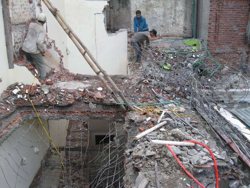 Phá dỡ công trình tại quận 6