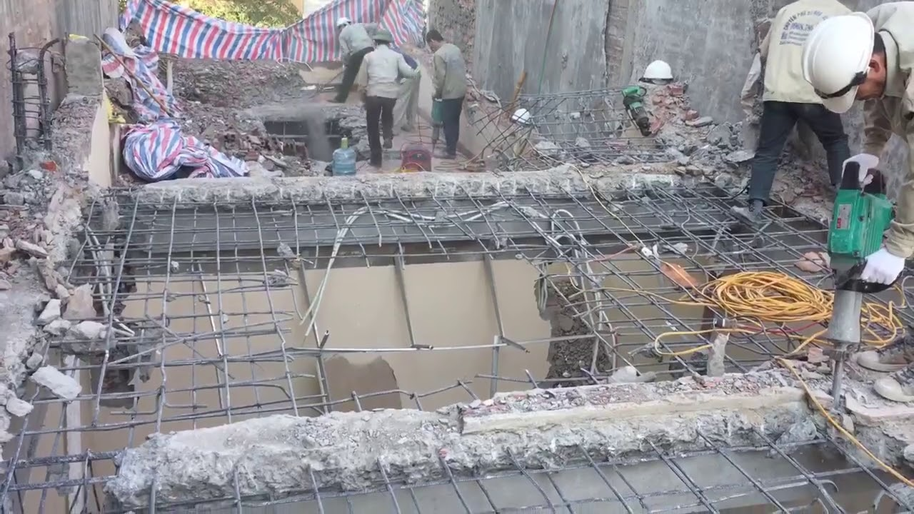 Phá dỡ công trình tại Nhà Bè