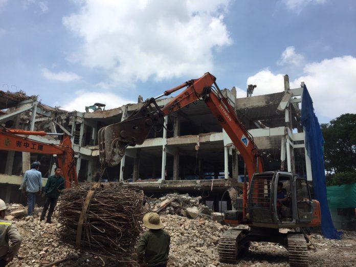 Phá dỡ công trình tại 123 Trương Định