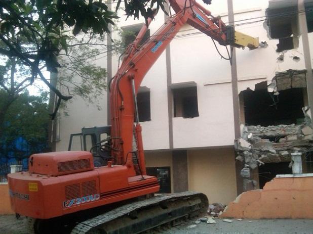 Phá dỡ công trình tại Nhơn Trạch