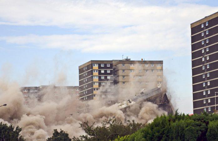 Phá dỡ công trình bằng thuốc nổ