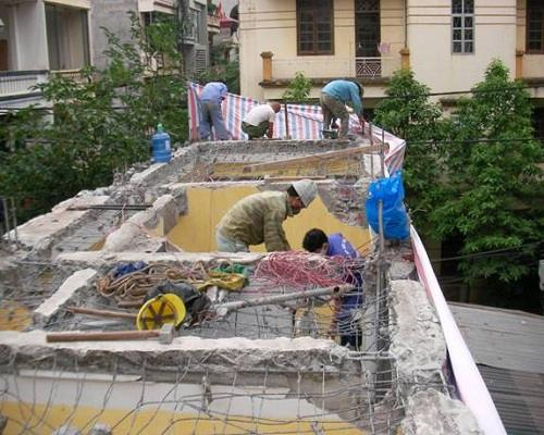 Phá dỡ nhà trong hẻm