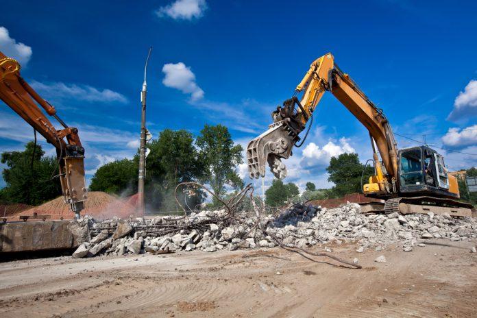 Phá dỡ công trình tại Daklak