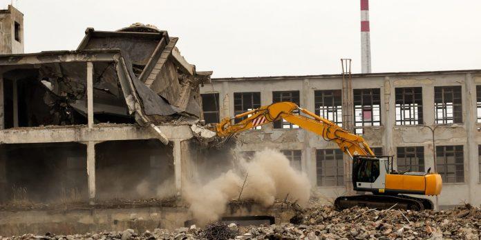 Phá dỡ công trình tại Huế